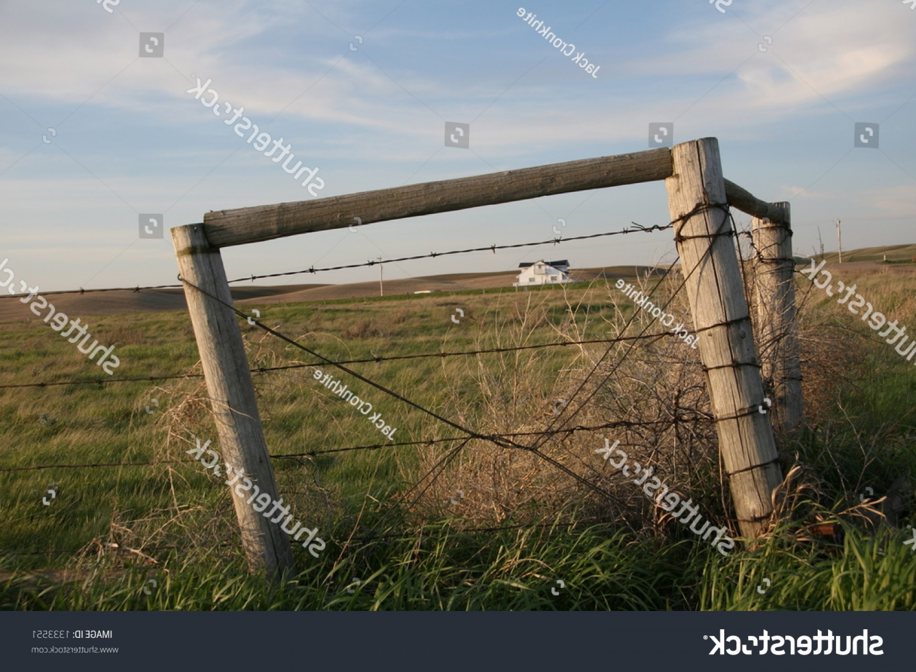 Fence Post Barbed Wire Vector Clip Art: Barbed Wire Fence Corner Posts Framing