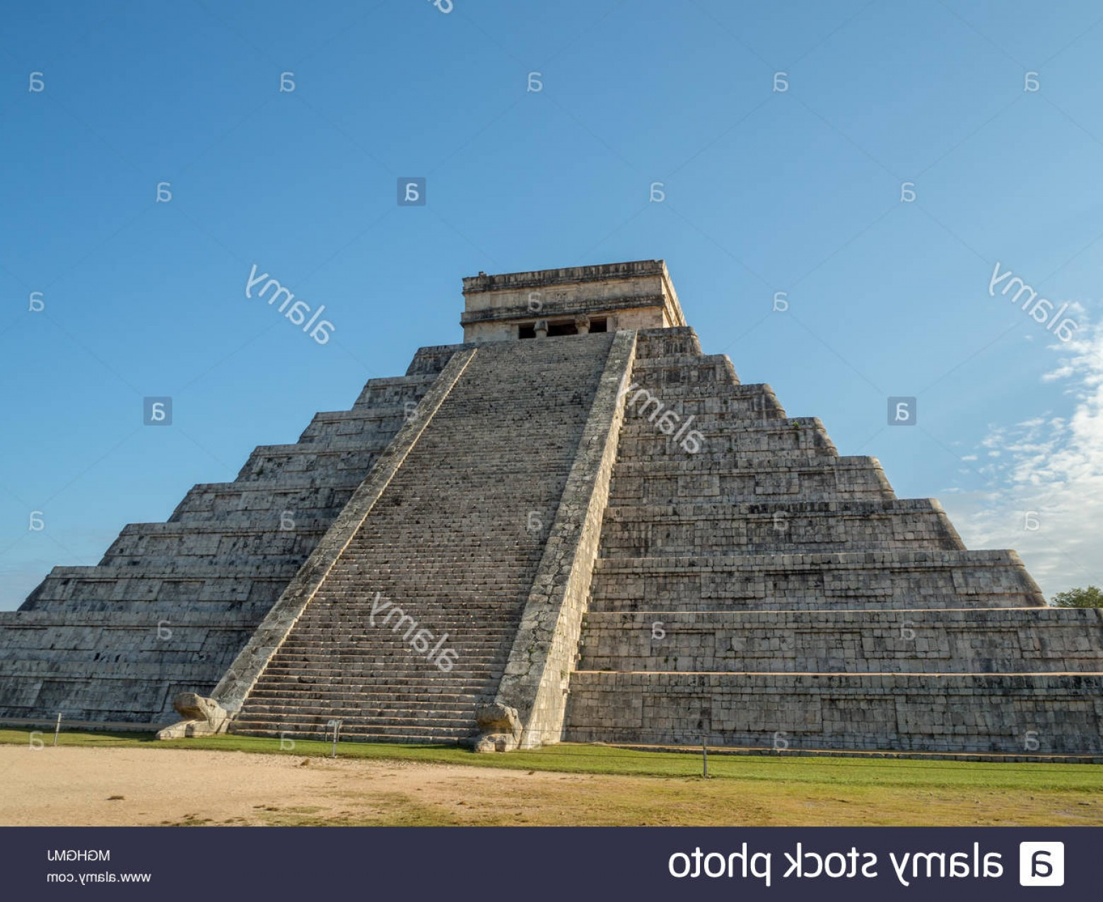 Vector South America Ancient Ruins: Chichen Iza Mexico South America El Castillo Temple Of Kukulcan Pyramid Ruins Of The Mayan Ancient City Of Chichen Itza In The Yu Image