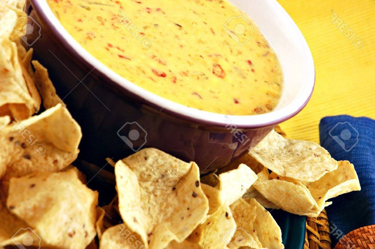 Chips Queso Vector: Photobowl Of Warm Queso Cheese Dip With A Plate Of Tortilla Chips