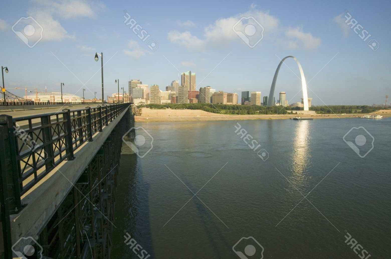 Arch Vector Illinios: Photogateway Arch And Skyline Of St Louis Missouri At Sunrise From Bridge In East St Louis Illinois On Th