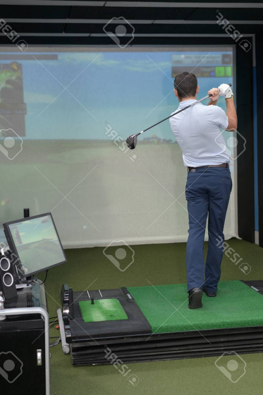 Vector Golf Simulator: Photoman Practicing Golf On Indoor Simulator