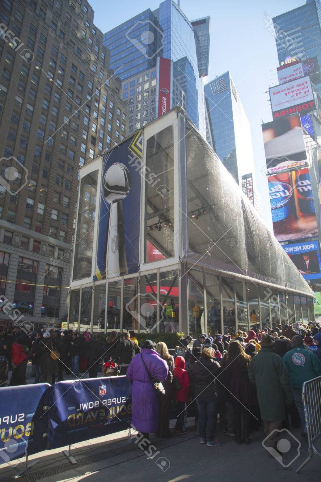 Super Bowl XLVIII Trophy Vector: Photonew York January Visitors Waiting In Line To Enter Vince Lombardi Trophy Pavilion On Broadway Dur