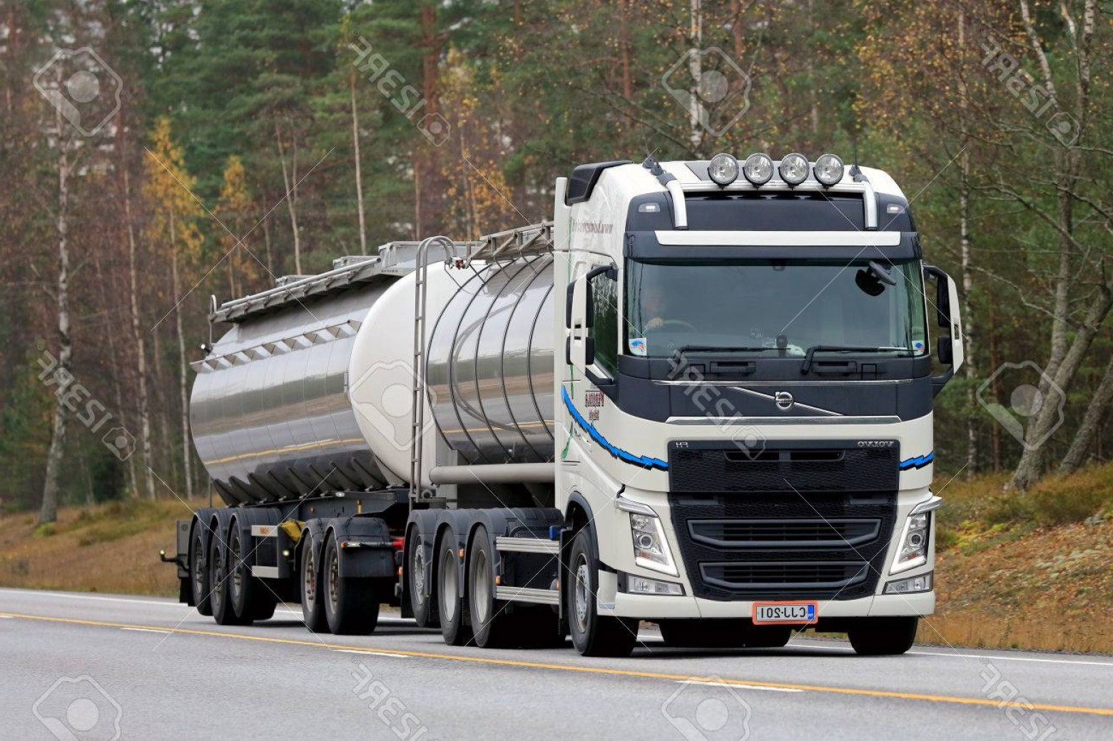 Volvo FH Vector: Photoraasepori Finland October White Volvo Fh Tank Truck On The Road Volvo Trucks Wins Europes Pr