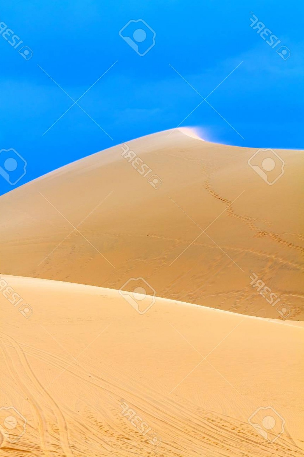 Sand Dune Silhouettes Vectors: Photothe Silhouette Of The Sand Dunes Against The Blue Sky