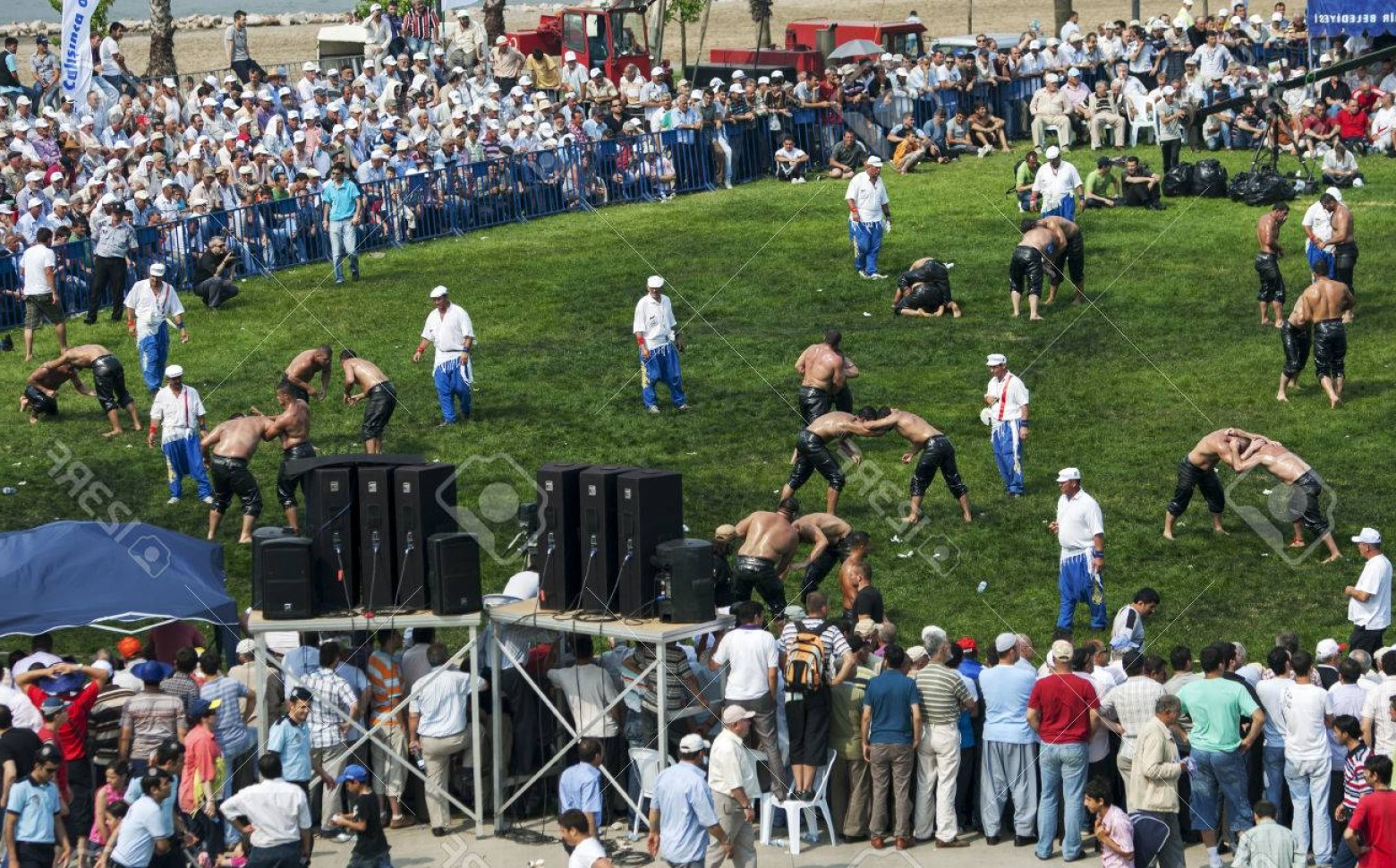 Vector Wrestling Audience: Photowrestlers Battle In Front Of A Large Crowd At The Izmit Turkish Oil Wrestling Festival In Turkey