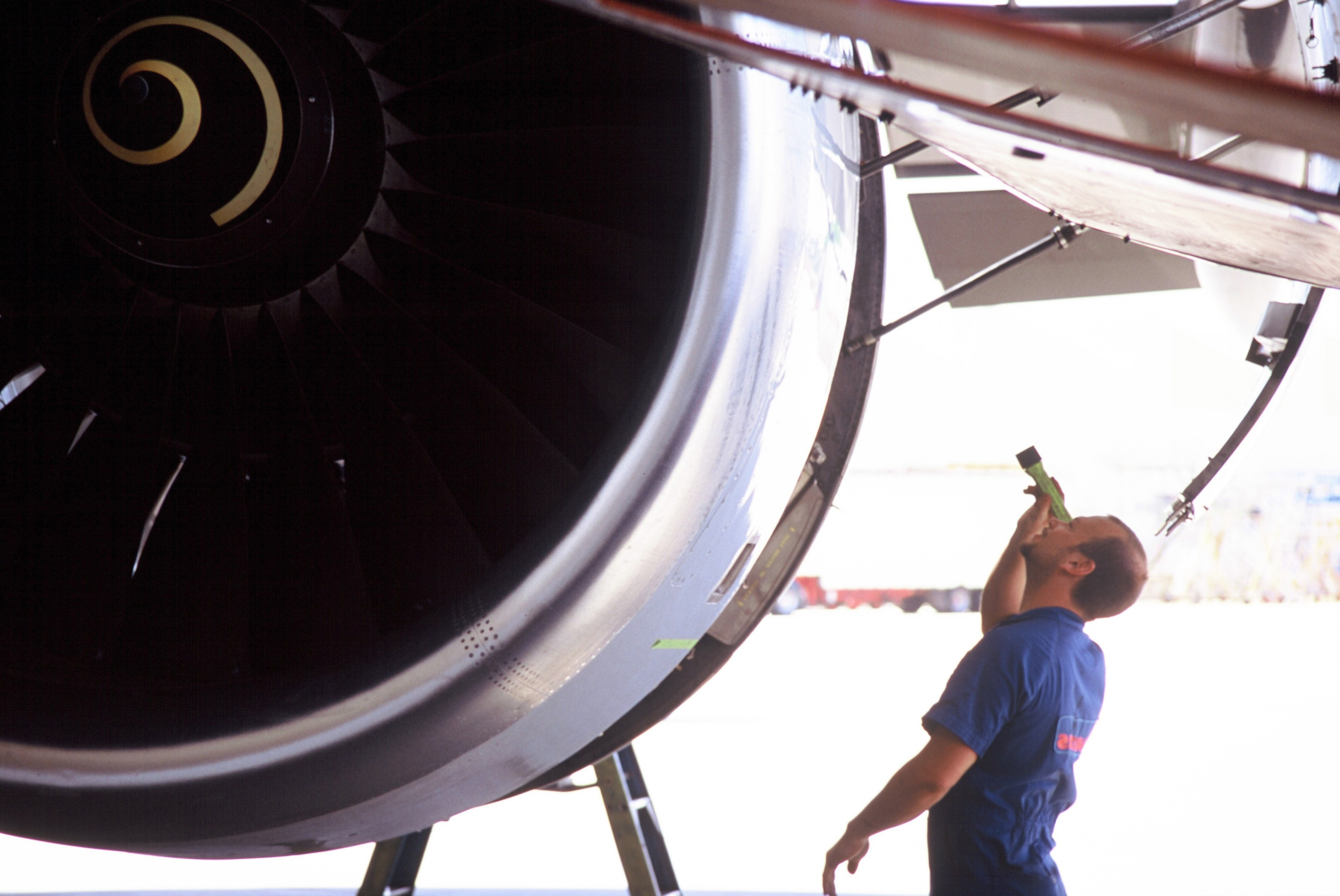 Vector Aerospace Engine Services Atlantic: Rolls Royce Selects Standardaero For Engine Mro Services