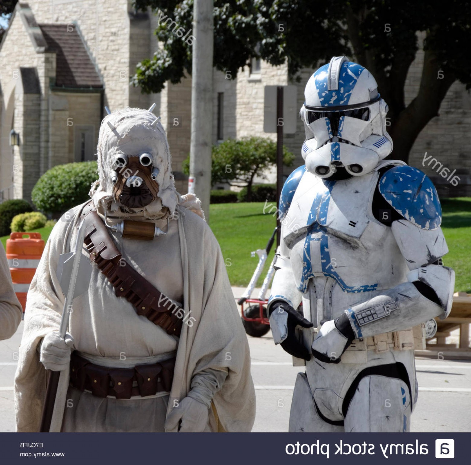 Clone Trooper Vector Art: Stock Photo Star Wars Characters Clone Trooper And Tusken Raider At Sputnikfest