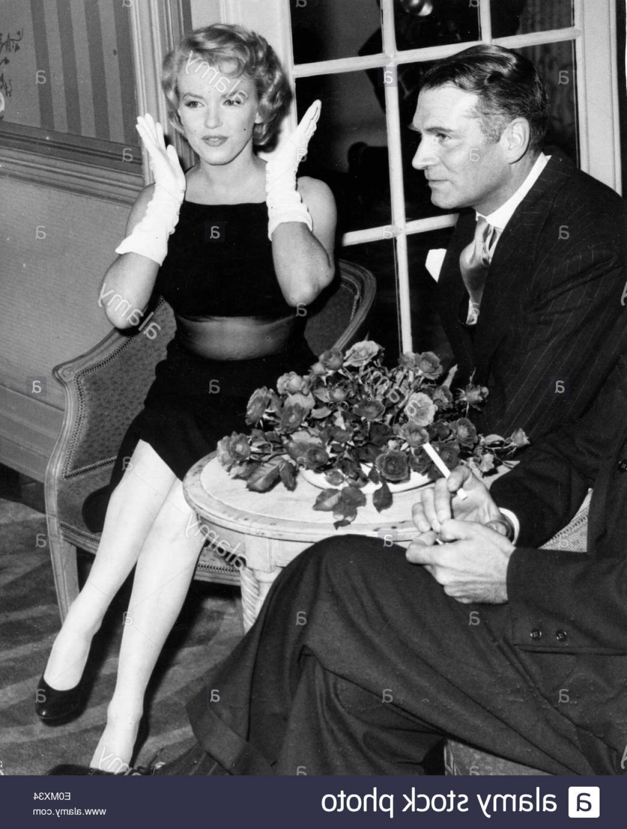 Marilyn Monroe Dress Vector: Stock Photo Starlet Marilyn Monroe And Sir Laurence Olivier At A Press Conference