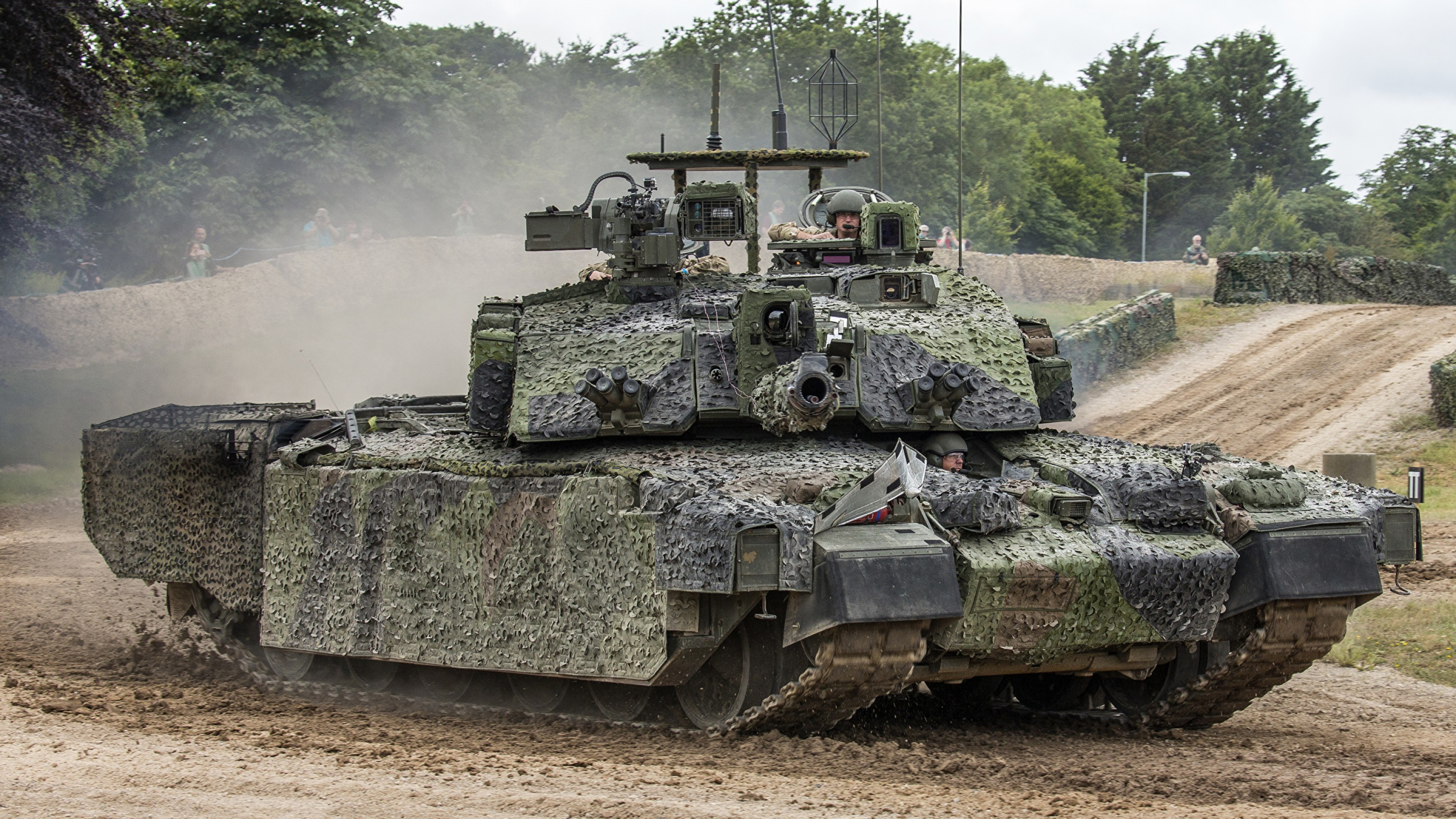 M1A1 Vector Top: The Challenger Life Extension Programme Is It Worth It