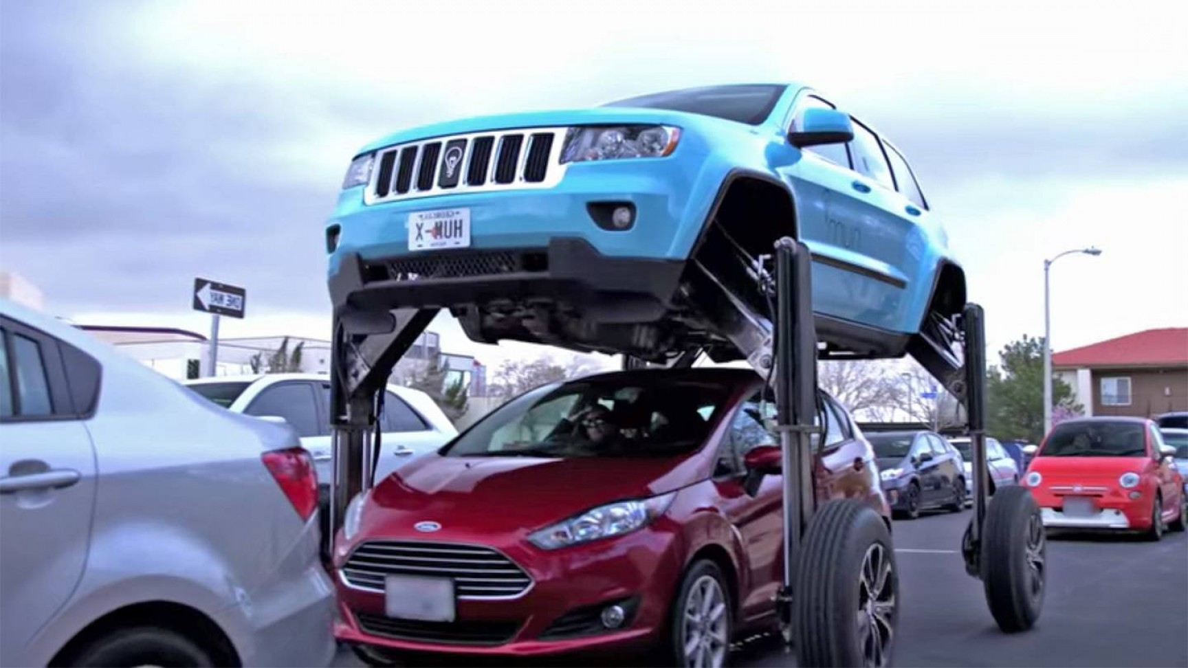 Jeep Vector Mean: This Jeep Grand Cherokee Rises Over Traffic To Promote Verizons New Connected Car Tech