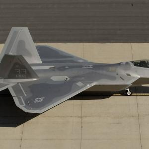 F-22 Thrust Vectoring Angle: Air War Heres What Happens If F Raptor Battled Russias Su