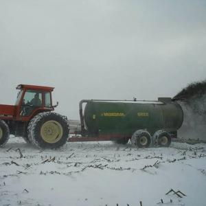 Vector 300 Fertilizer Spreading: Tips From Pros For Applying Manure In