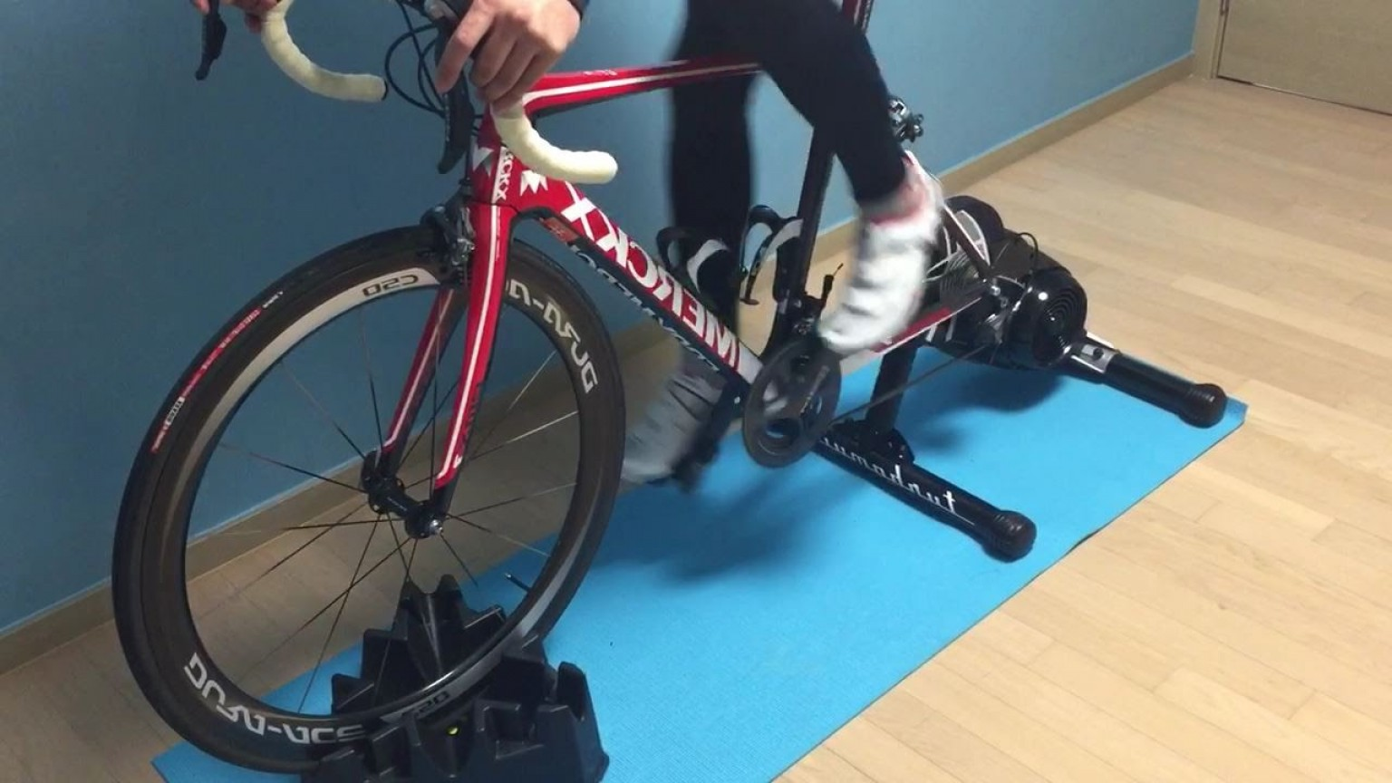 Indoor Cycling Bike Vector: Turbo Trainers Or Rollers How To Train For Awesome Results